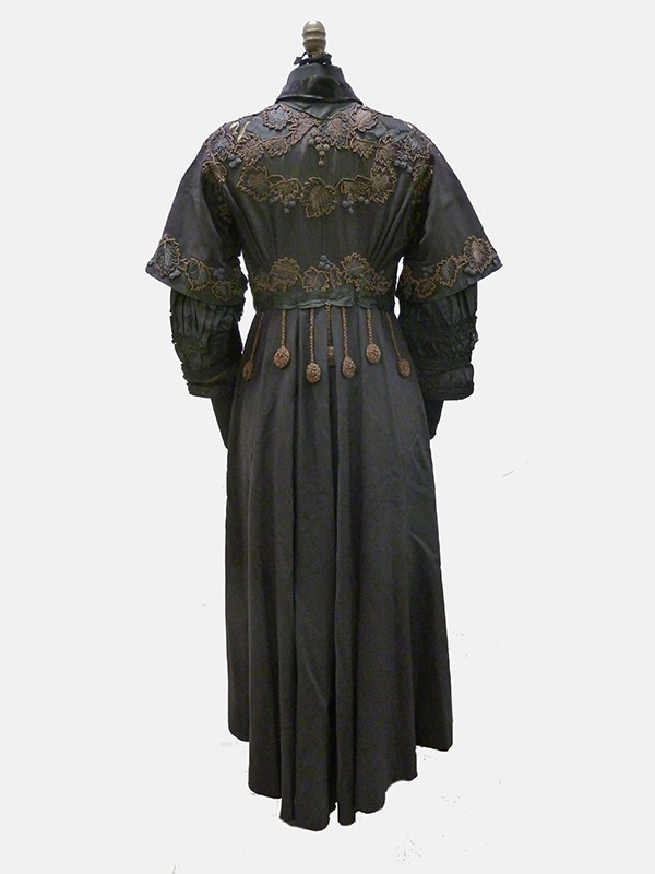 Embroidered Wool and Silk Coat (1910s); Missouri Historic Costume and Textile Collection, University of Missouri, Columbia