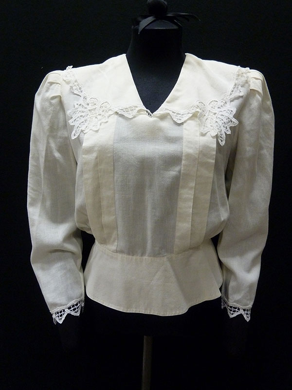 Cotton Blouse with Lace-Trimmed Collar (1987) Missouri Historic Costume and Textile Collection, University of Missouri