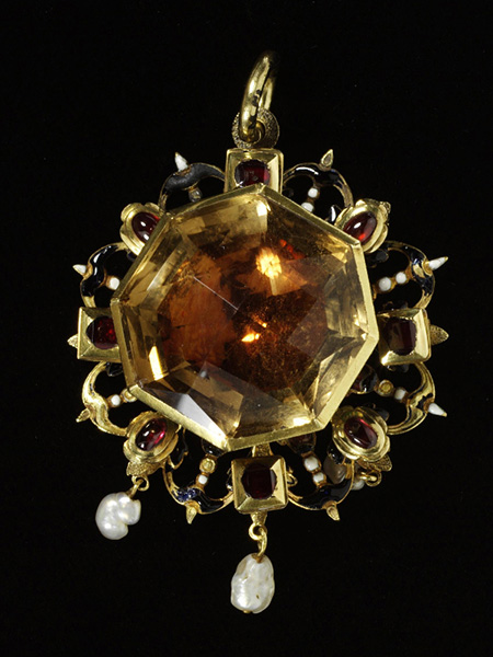 Enameled Gold, Citrine, Garnet, and Pearl Pendant (1620-50) © Victoria and Albert Museum, London